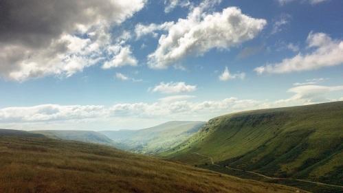 Bwlch yr Efengyl yn y Mynyddoedd Duon gan Valley Visuals- Gospel Pass i